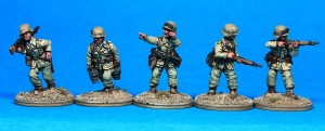 20mm Deutsche Afrika Korps rifle section with helmets